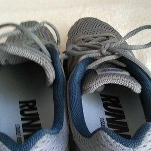 Nike tennis running shoes man size 10 US